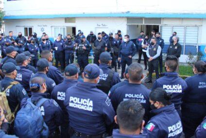 Los policías demandan pagos, o paran labores