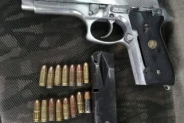 """Con marihuana, """"Crystal"""" y un arma de fuego, la Policía Municipal aseguró a dos masculinos"""