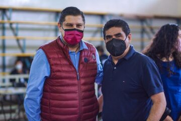 Supervisan Nacho Camposy Roberto Pantoja jornada de vacunación anti Covid 19