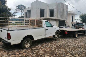 Policía Municipal asegura camioneta con huellas de desvalijamiento