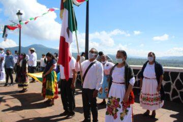 Encabezó alcalde Julio Arreola conmemoración del natalicio de Morelos en Janitzio